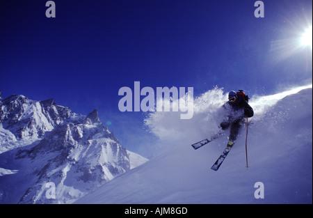 Ein Mann, Skifahren in Chamonix Frankreich - Stockfoto