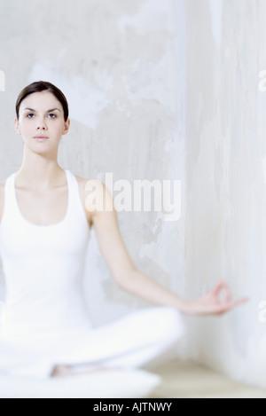 Frau im Lotussitz, nachschlagen - Stockfoto