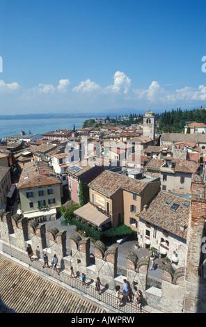Blick vom der Scaliger Burg in Sirmione am Gardasee Italien Europa - Stockfoto