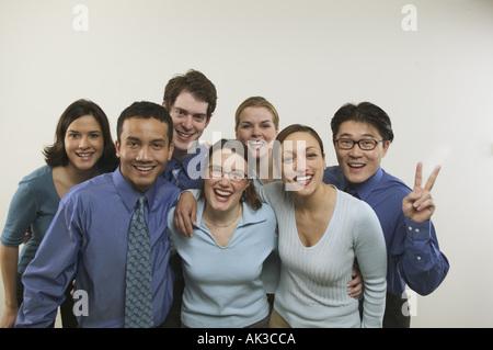 Studioportrait von sieben Geschäftskollegen - Stockfoto