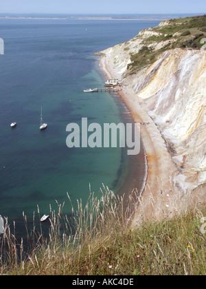 Isle Of Wight sandigen Klippen von Alum Bay und den Blick über den Solent nach Hampshire - Stockfoto