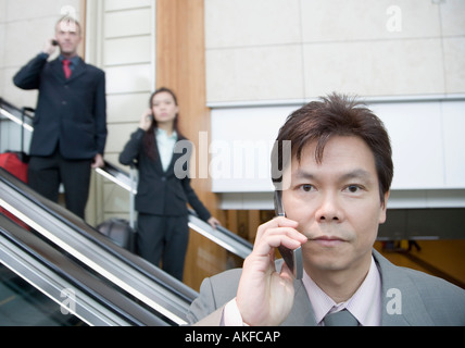 Porträt eines Geschäftsmannes telefonieren mit einem Handy - Stockfoto