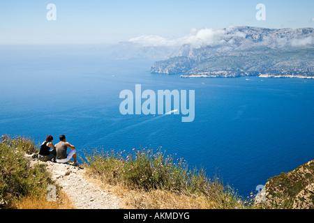 Die Bucht von Cassis aus Cap Canaille. Provence, Frankreich. - Stockfoto