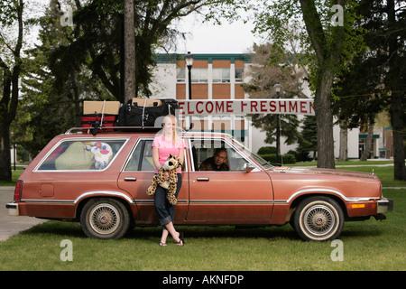 Eine Frau, die Ankunft am college - Stockfoto