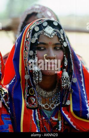Junges Mädchen in nationalen Kostüm und Juwelen Devara Yamzal Andrha Pradesh, Indien - Stockfoto