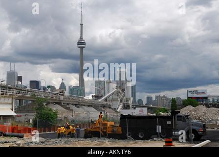 Eingebaut im Zementwerk mit downtown Toronto Skyline einschließlich der CN Tower - Stockfoto