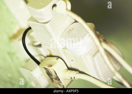 Unsichere elektrische Adapter-Konzept - Stockfoto