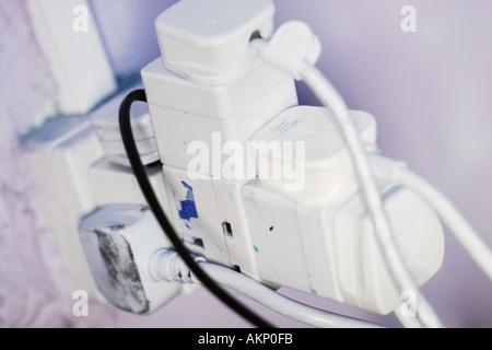 Unsichere elektrische Adapter - unsichere Strom Konzept - Stockfoto