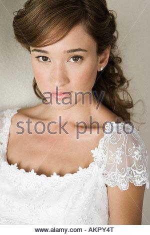 Porträt einer schweren aussehende Braut - Stockfoto