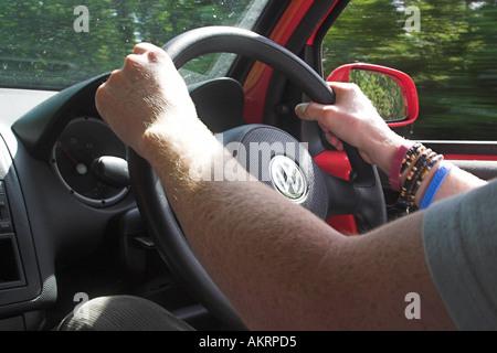 Mann, ein Auto zu fahren - Stockfoto