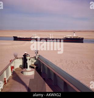Norden gebundene Öltanker genommen von der Brücke der alten P & O Liner SS Arcadia auf dem Ballah-Loop der Suezkanal - Stockfoto