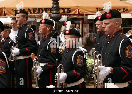 Festumzug mit Musikkapellen auf dem Marktplatz in Delft, Niederlande - Stockfoto