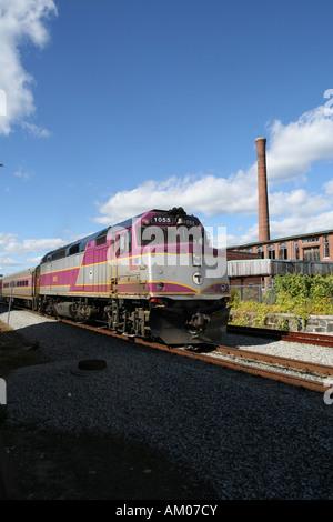 MBTA Passagier Lokomotiven und Pendler Auto - Stockfoto