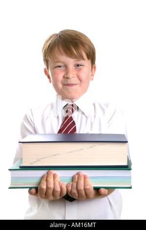 High key Schuß einer Schule Kind in Uniform halten einige Nachschlagewerke - Stockfoto