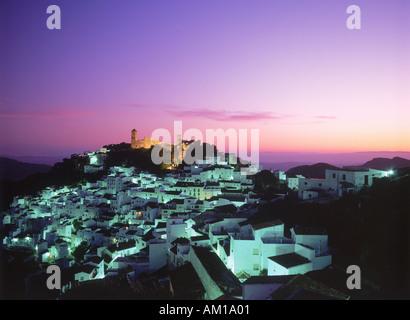 Casares-Dorf in der Dämmerung in Provinz Malaga Spanien - Stockfoto