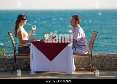 Zu zweit am Abendessen, Matemo Island Resort, Quirimbas Inseln, Mosambik, Afrika - Stockfoto
