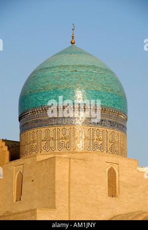 Kuppel verziert mit blauen Kacheln der Moschee Kalon Buchara Usbekistan - Stockfoto