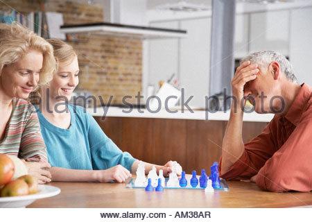 M 228 Dchen Spielen Brettspiel Mit Ihrer Gro 223 Mutter Bayern