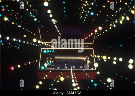 Raum Spezialeffekte Verbund von konvergierenden Sterne Bäche und antike Spieluhr - Stockfoto