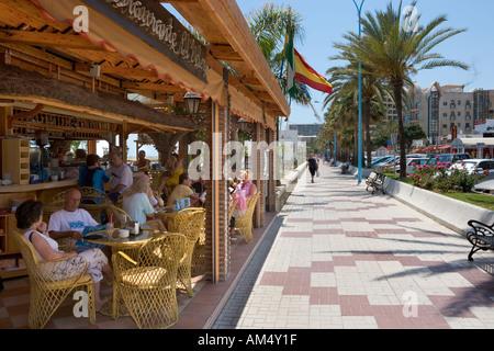 Chiringuito (Cafe) an der Promenade, Playa del Bajondillo/Playa de Playamar, Torremolinos, Costa Del Sol, Andalusien, - Stockfoto