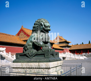 Löwe Skulptur im kaiserlichen Sommerpalast Peking China - Stockfoto