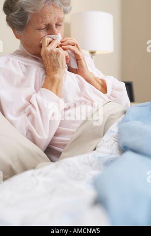 Porträt der Frau im Bett