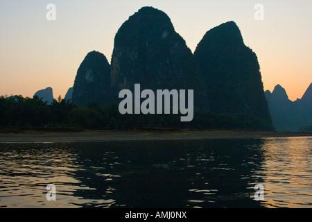 Kalkstein Karst Bildung auf 20 RMB Hinweis Li River Cruise-Guilin-Yangshuo China gefunden - Stockfoto