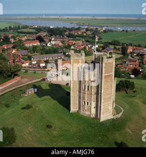 Schloss und Dorf Luftbild Orford Ness Suffolk UK - Stockfoto