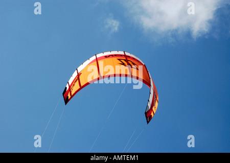 Kite-Surfer am Strand, Katwijk Aan Zee, Südholland, Holland, Niederlande - Stockfoto