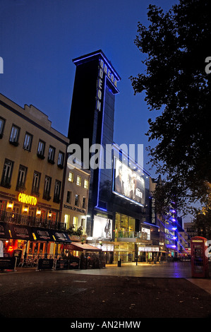 Leicester Square bei Nacht - Stockfoto