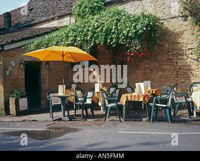 St Leon Sur Vézère in der Dordogne 24 Departement von Frankreich eine der Les Plus Beaux Dörfer de France - Stockfoto