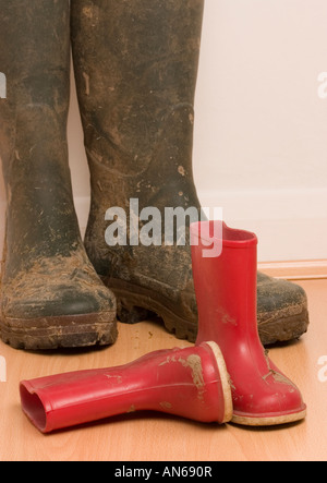Erwachsene und Kinder Größe Wellington boots - Stockfoto