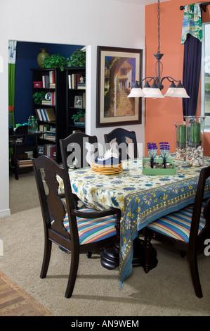 Awesome Cool Denver Colorado Mittlerer Klasse Bunte Home Interior Esstisch  Und Sthle Stockfoto With Esstisch Sthle Bunt With Esstisch Sthle Bunt
