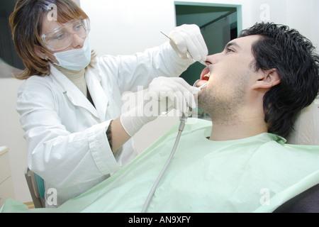 Zahnarzt, einem Patienten - Stockfoto