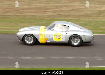 Ferrari GT Auto Rennen Action aus dem Goodwood Revival 2005 - Stockfoto