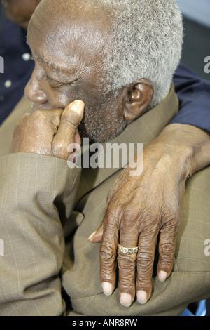 Miami Florida Gärten Großeltern die Enkel Schwarz älterer Mann arm Schulter - Stockfoto