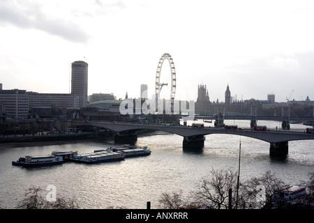 Panoramablick auf Waterloo Bridge, London Eye, Big Ben und Parlament - Stockfoto