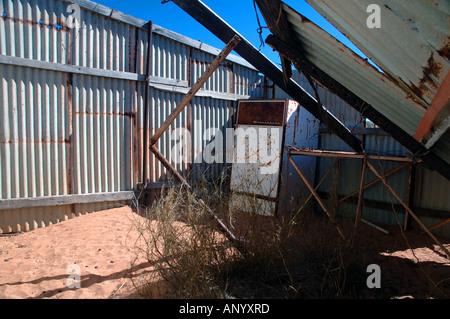 Antike Petroleum Electrolux Kühlschrank unter bleibt der alten Fechter Hütte - Stockfoto