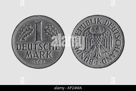 Einzelne Deutsche Münze Ein Deutsch Mark Vor Weißem Hintergrund Dm