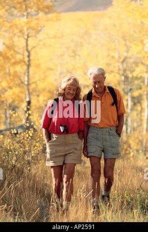 Älteres paar Wandern - Stockfoto