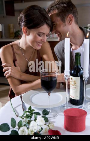 paar auf ein romantisches Abendessen - Stockfoto