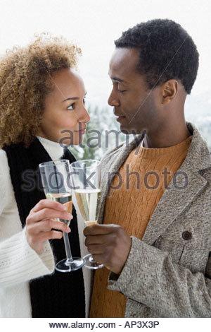 Paar, toasten mit Champagner - Stockfoto