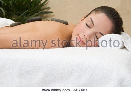 Frau, die Stone-Therapie - Stockfoto