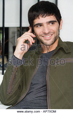 Junger Mann mit Handy - Stockfoto