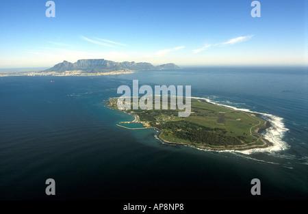 Luftaufnahme von Robben Island mit Kapstadt und den Tafelberg im Hintergrund Südafrika - Stockfoto