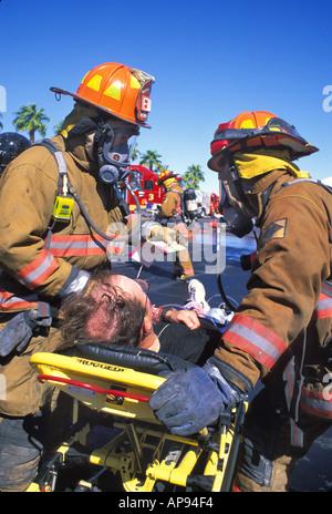 HazMat Feuerwehrleute kümmern sich um Opfer bioterroristischer Angriff Antwort Las Vegas Nevada training - Stockfoto
