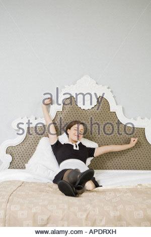 Mädchen im Bett - Stockfoto