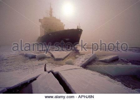 Finnische Eisbrecher Sisu brechen Eis in den Golf von Bothnia Nordfinnland - Stockfoto