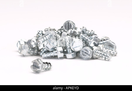 Haufen von Silber Metall Schraube Schrauben - Stockfoto