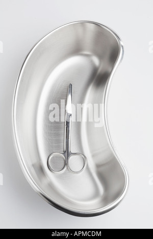 Chirurgische Schere in der Niere dish - Stockfoto